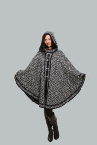 Женское пончо вязаное шерстяное с орнаментом