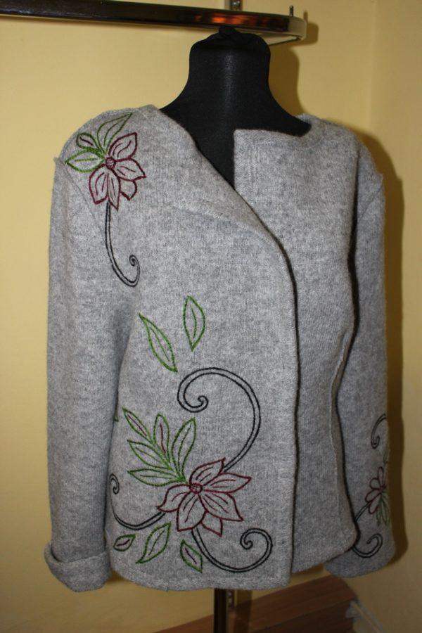 Жакет женский шерстяной валяный с вышивкой