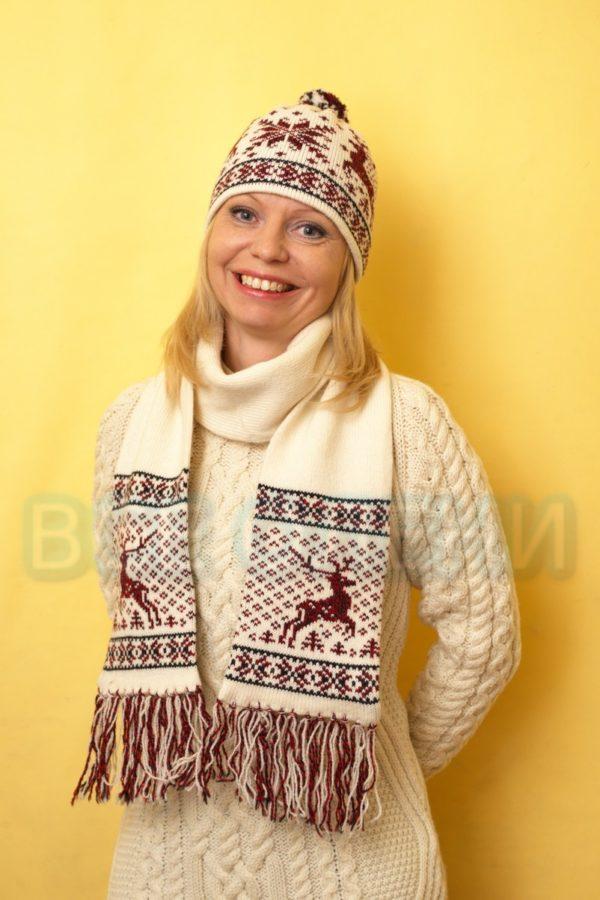 Комплект вязаная шапка и шарф с оленями