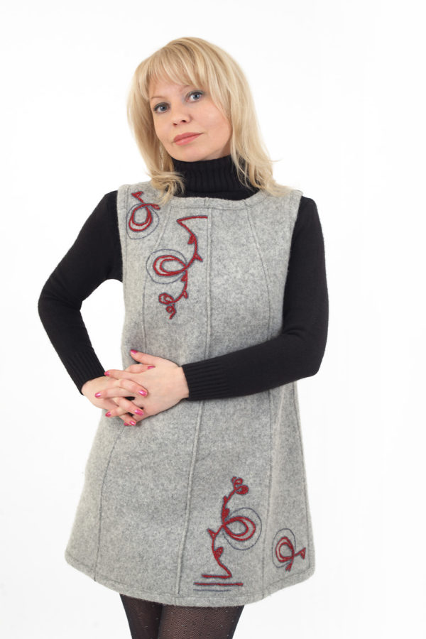 Сарафан шерстяной валяный светло серый с ручным орнаментом