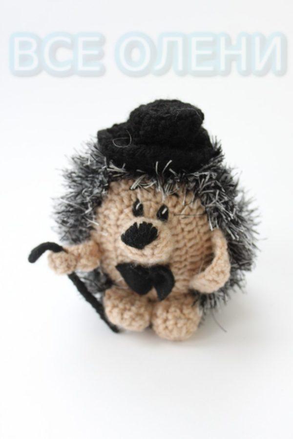 Вязаная игрушка ручной работы Ёжик с тросточкой