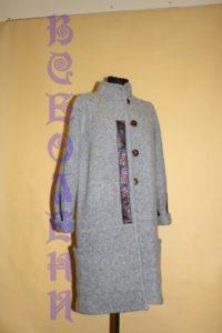 Пальто шерстяное валяное светло серое с ручной отделкой
